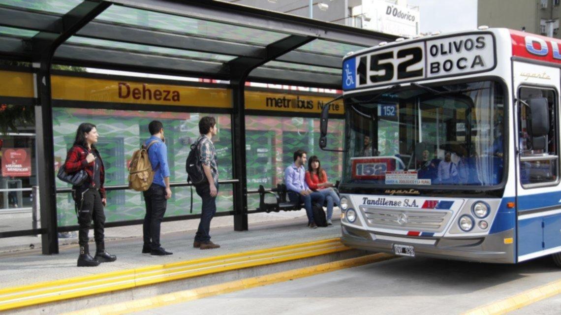 Randazzo, duro contra el aumento de transporte y elogioso del boleto multimodal
