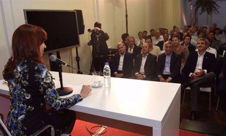 La expresidenta Cristina Kirchner encabeza reunión con intendentes