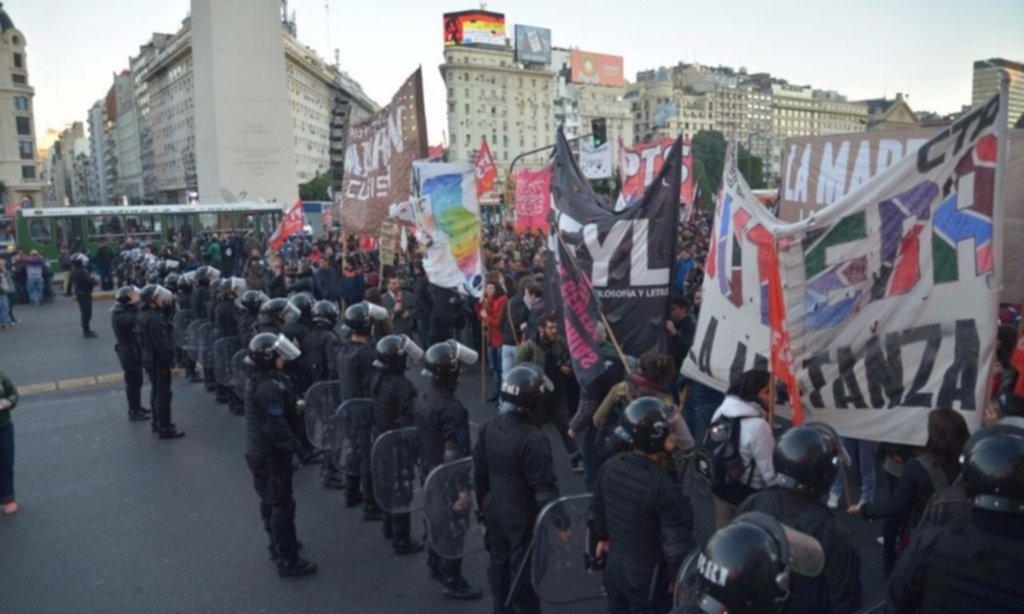Complicaciones de tránsito en el centro porteño por protestas frente al Obelisco