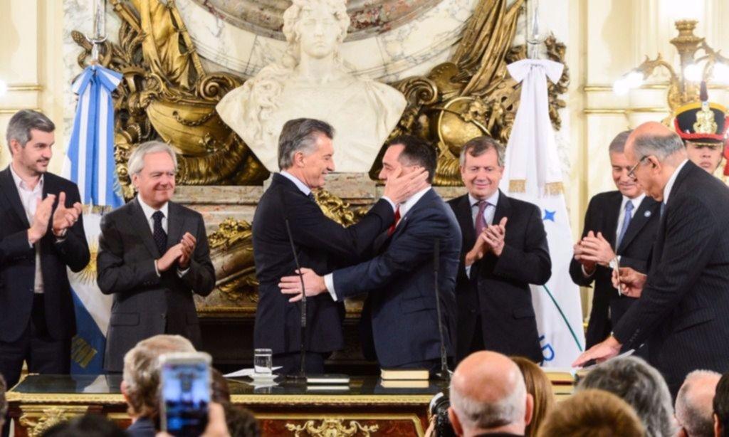 Macri pone en funciones a los nuevos ministros