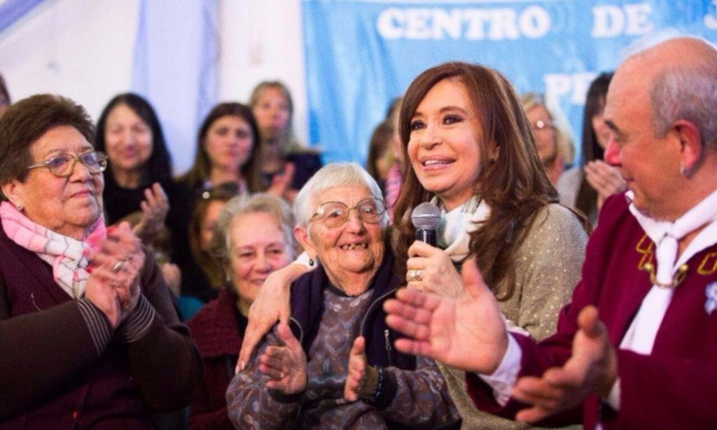 Cristina con jubilados: