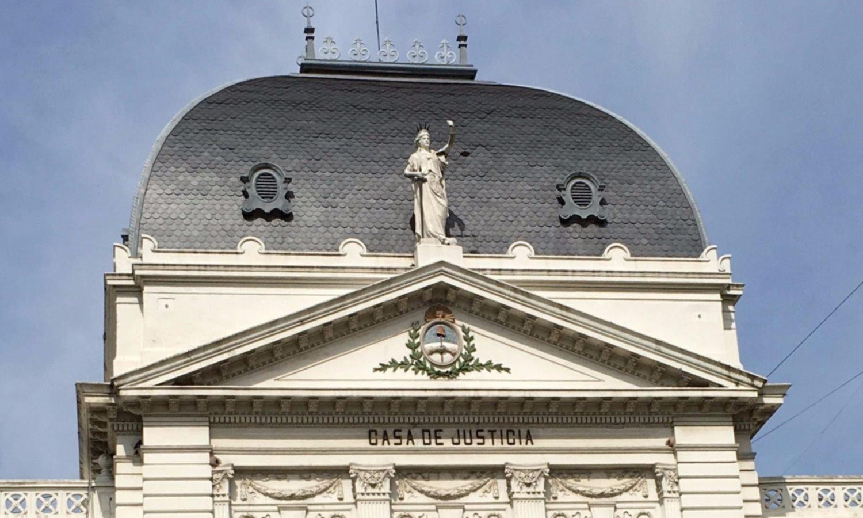 Acorralado por un jury, renunció el fiscal Cartasegna