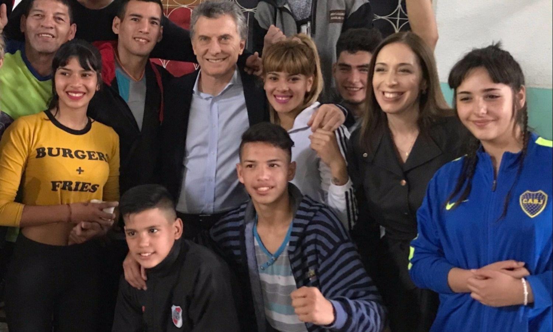 Macri y Vidal visitaron una Sociedad de Fomento en José León Suárez