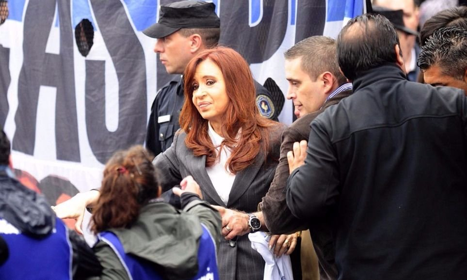 Bonadio unificó dos causas contra Cristina — AMIA