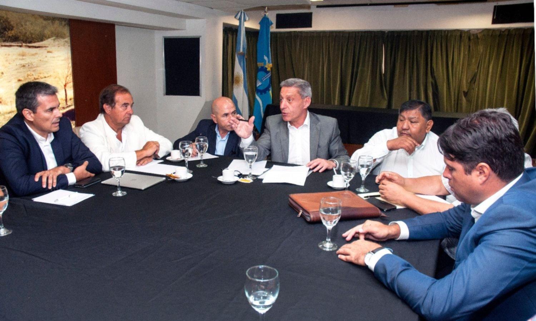 Chubut: Arcioni lleva el reclamo de empresas a la Casa Rosada