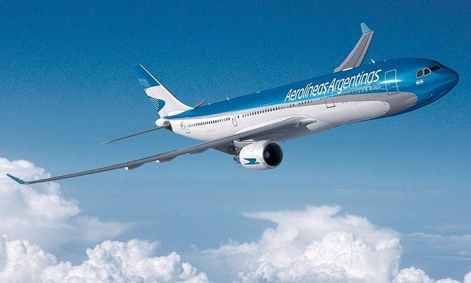 Fernández avala las suspensiones y podas salariales que negocia Aerolíneas