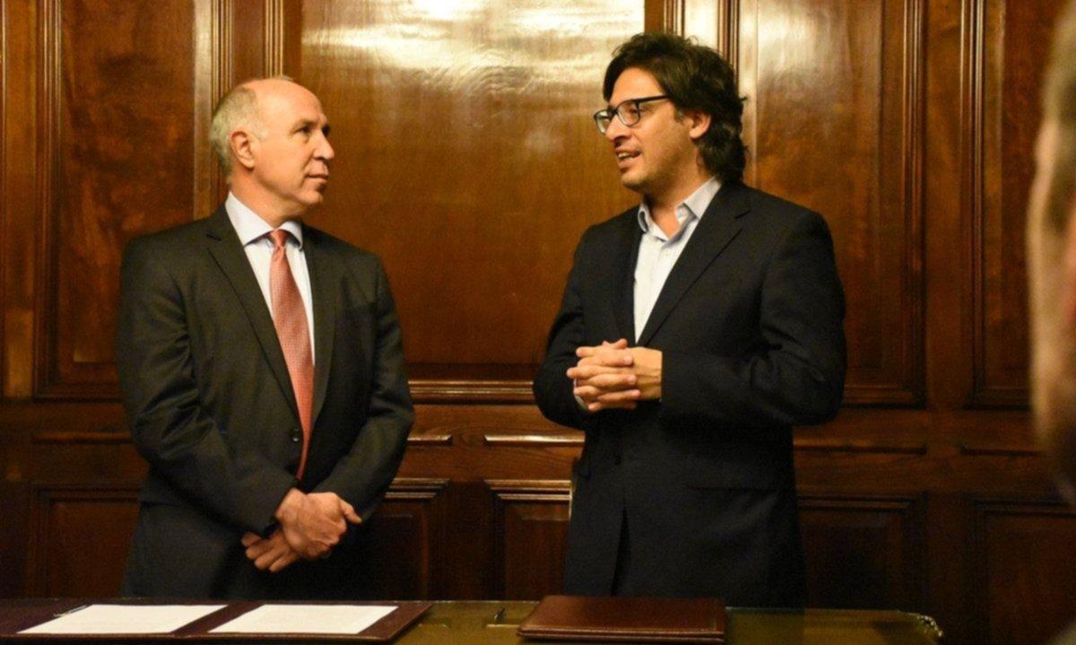 Lorenzetti tiende puentes con Piumato para imponerle una reforma a Garavano