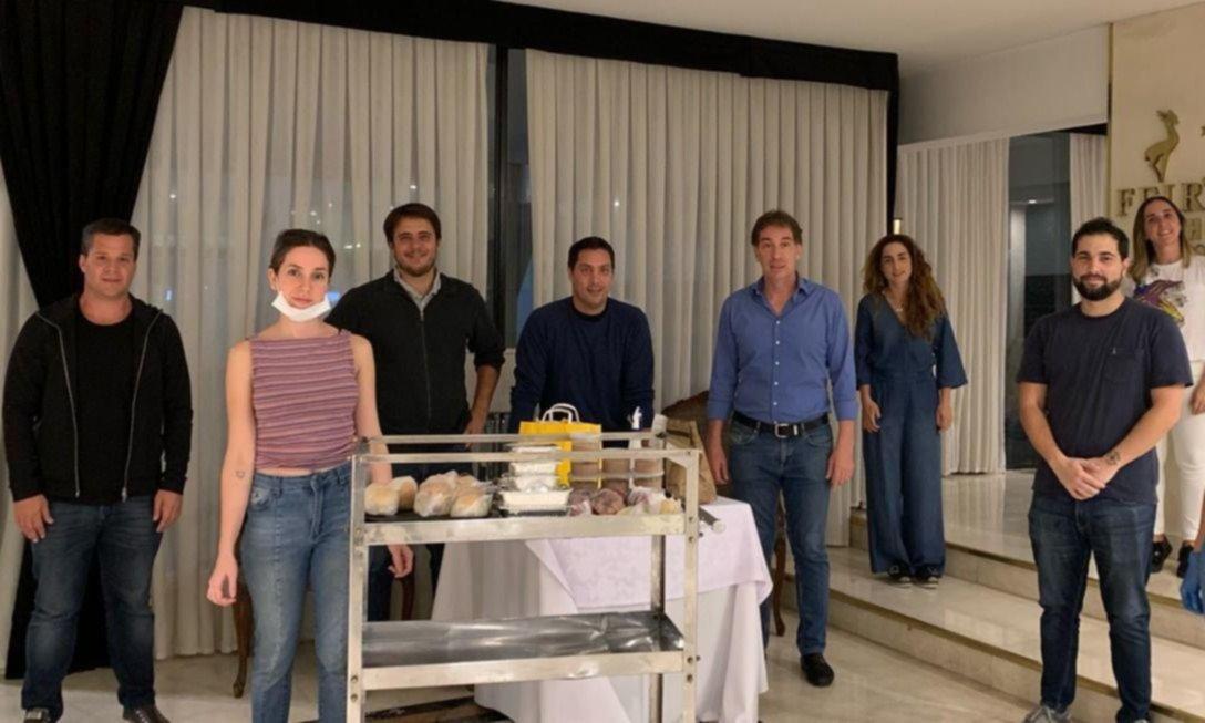 Los hoteleros: el scrum larretistaque custodia a los repatriados
