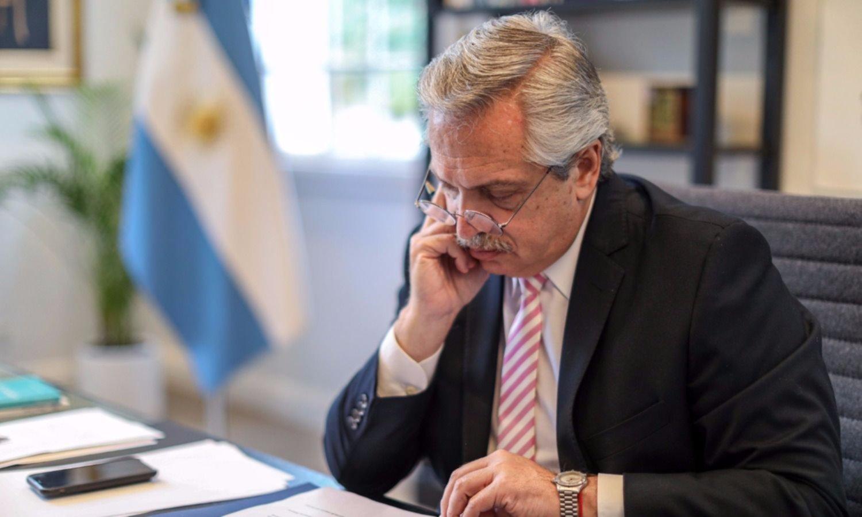 Alerta Olivos: la imagen de Fernández cayó 15 puntos en la cuarentena