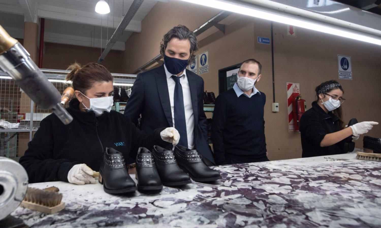 Es la economía (real): el nuevo Guzmán sale del Zoom y visita fábricas