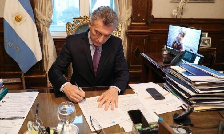 Como CFK, Macri ya escribe sus memorias para la resurrección