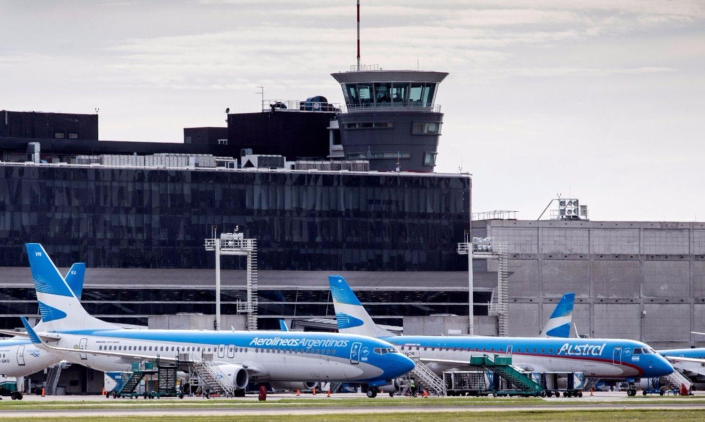 Mientras el Estado paga sueldos privados, Aerolíneas suspende personal