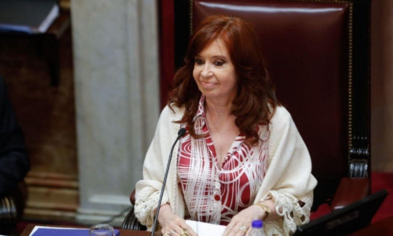 """CFK: """"Las mentiras mediáticas y causas armadas se derrumban como castillo de naipes"""""""