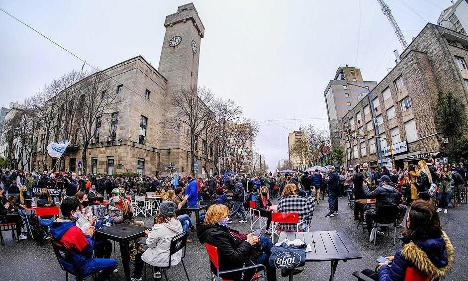 Mar del Plata presiona a Kicillof con una prueba piloto para abrir cafeterías