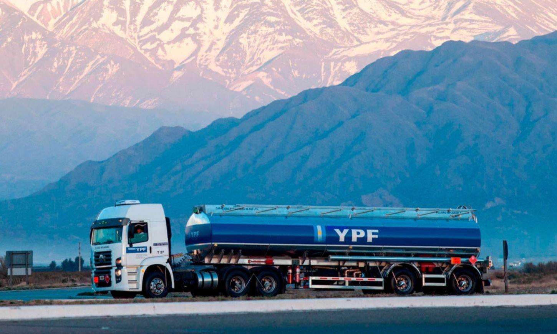 YPF busca reperfilar deuda por U$S 1000 millones