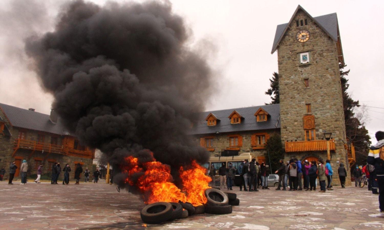 Complejo escenario en Bariloche: desazón y protestas por la pérdida invernal