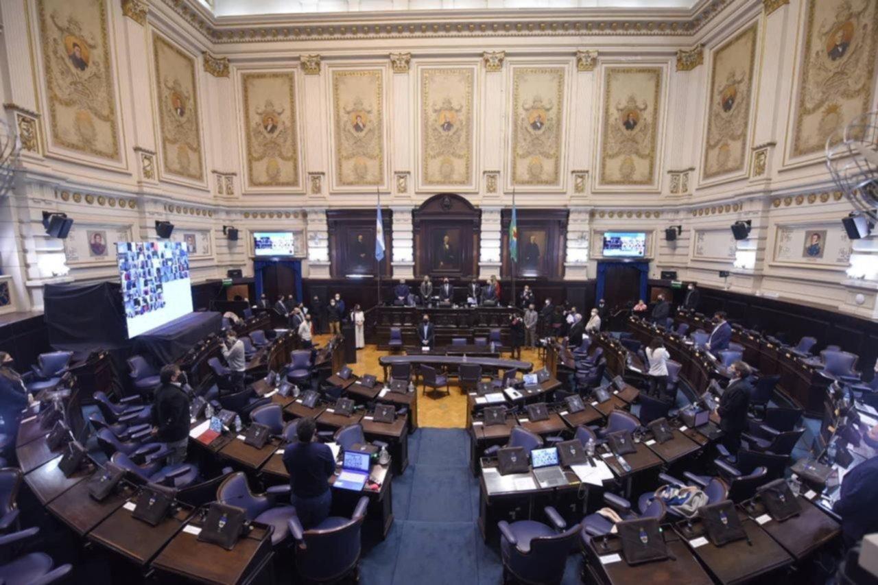 El oficialismo busca evitar que fondos buitre manejen empresas de servicios