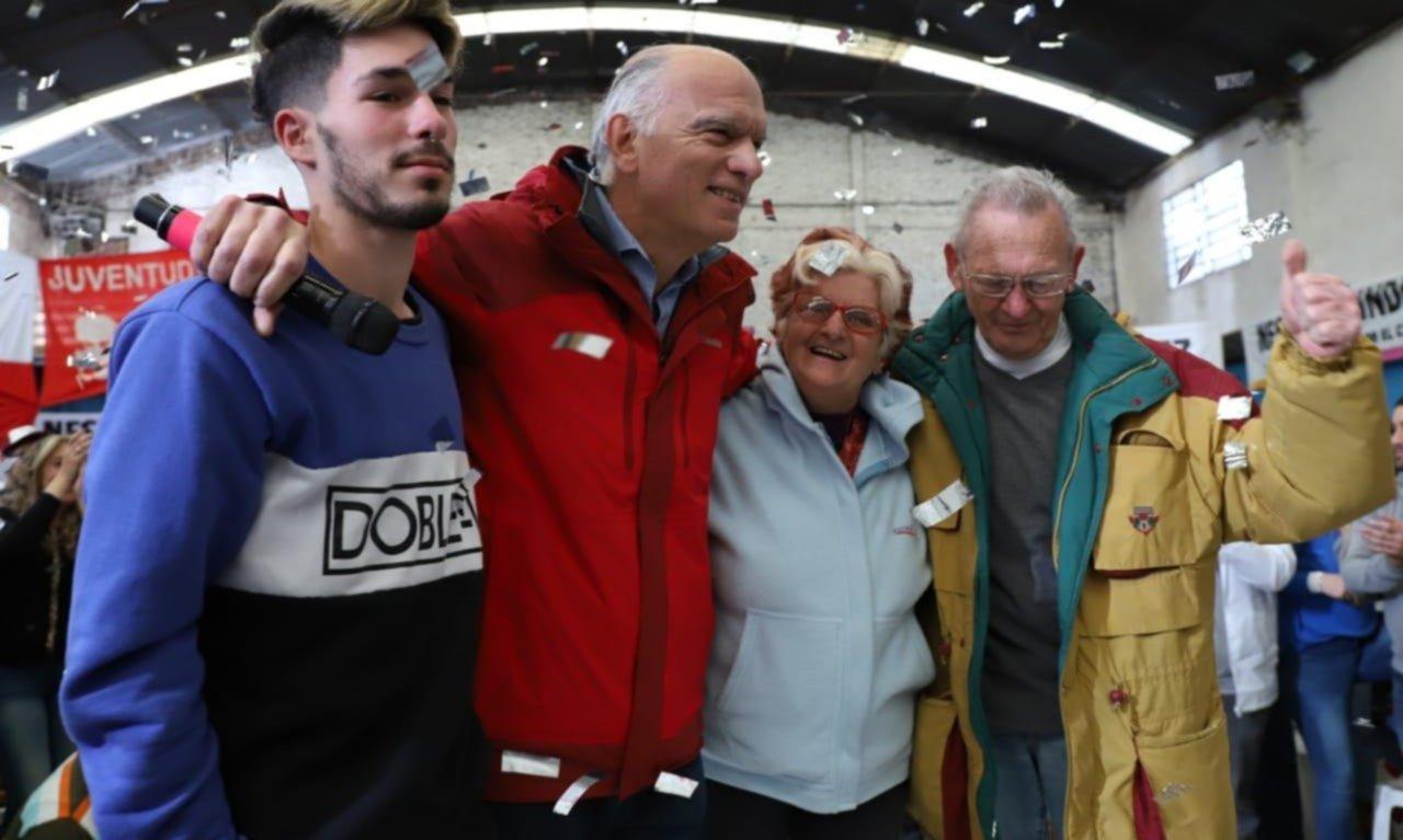 """Grindetti alentó a sus fiscales: """"No es una elección más, decidimos el futuro"""""""
