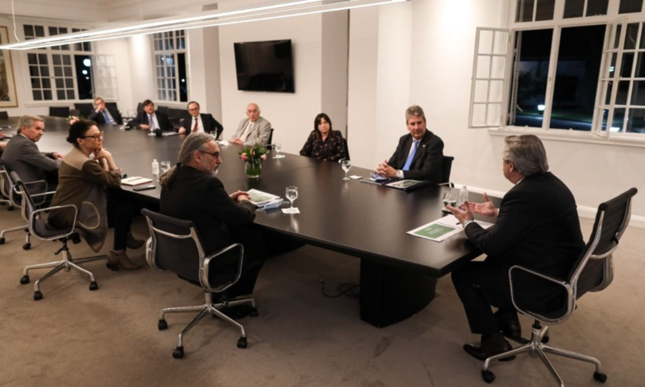 El campo de Todos cierra lobby exportador con guiños de los Fernández y Massa