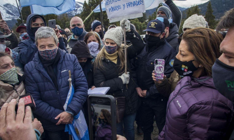 Villa Mascardi: banderazo, denuncias y respaldo a la postura de Carreras