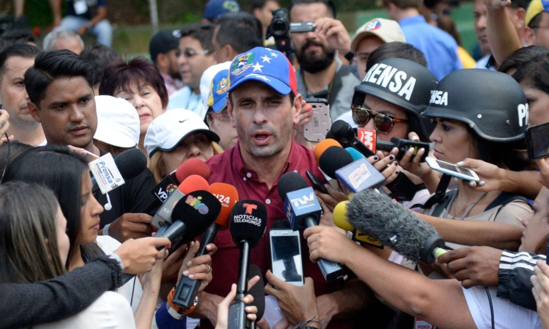 Un giro impensado divide a la oposición y despeja las legislativas en Venezuela