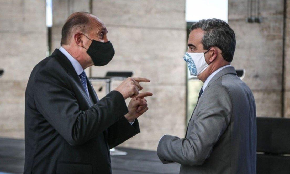 Tensión entre Perotti y Javkin frente al estallido de casos en Rosario