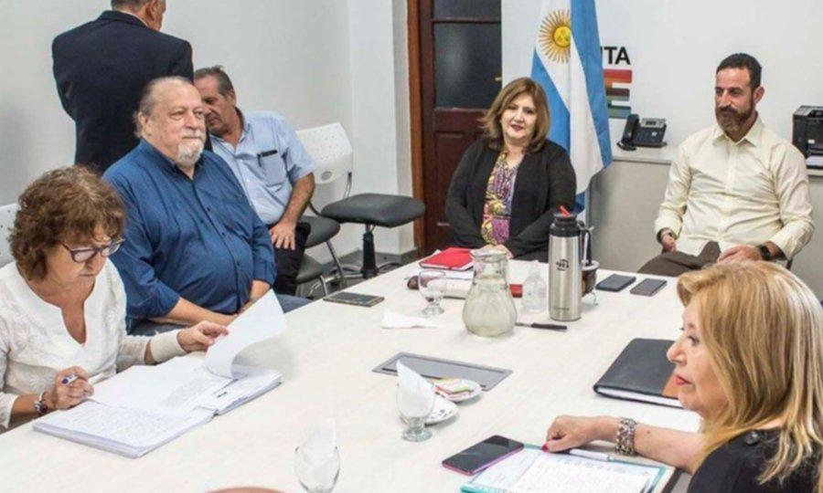 Perotti mejora la oferta a docentes para ponerle fin al conflicto con estatales