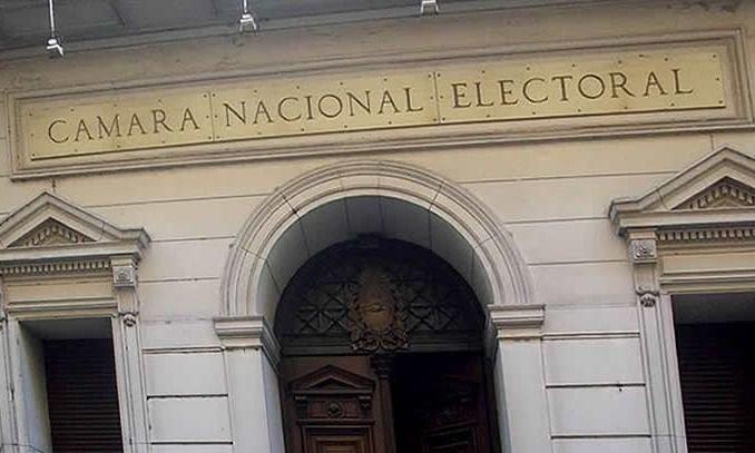 Macri se durmió y Fernández nominó a un juez del PJ para cuidar las urnas