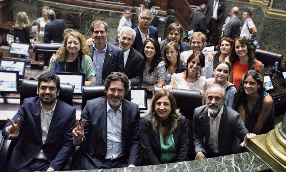Cebado por el 17-O, el peronismo le sacude la agenda legislativa a Larreta