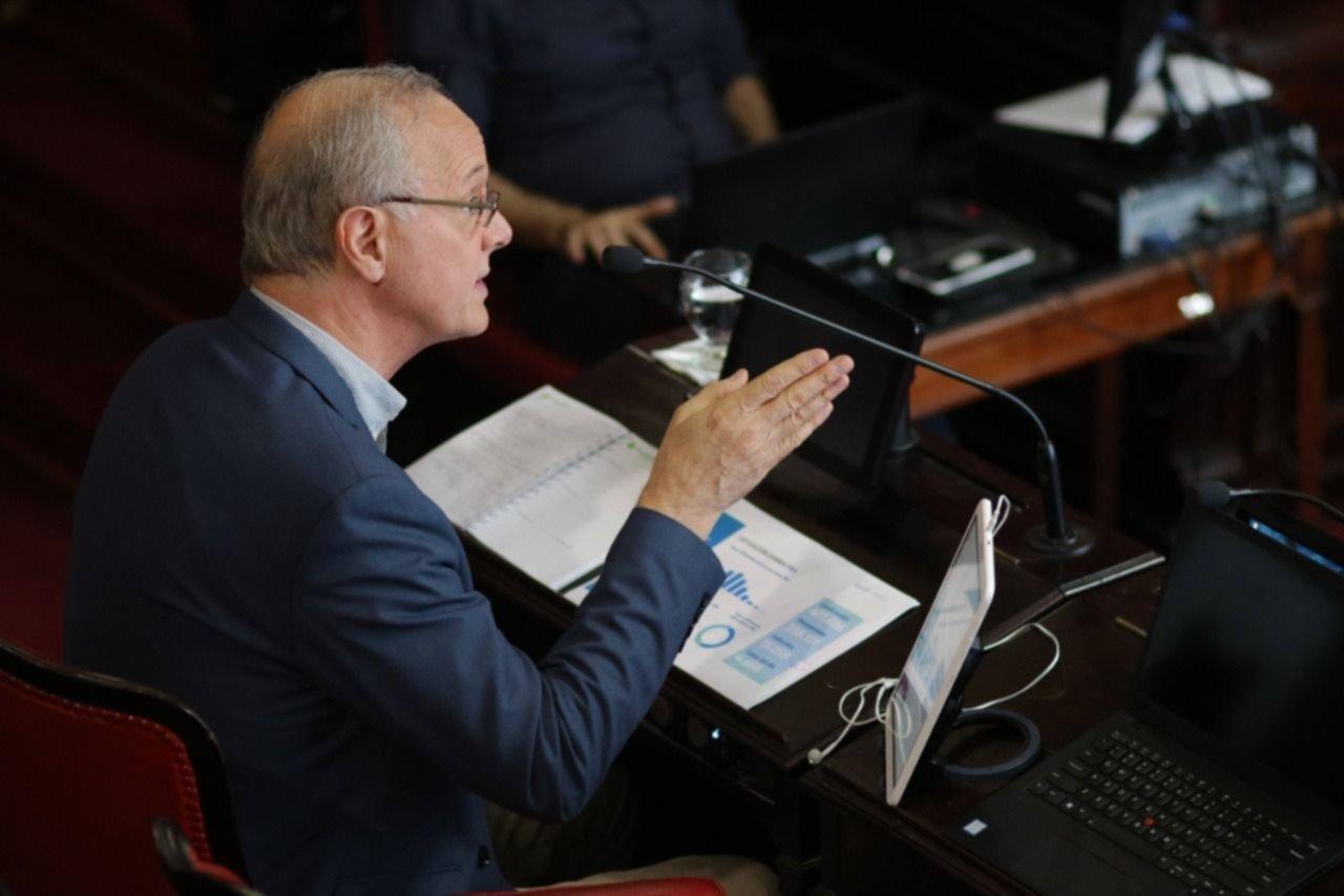 Gollan enfrió los reclamos de la oposición pero siguen las críticas