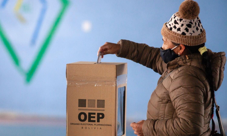 Bolivia votó en paz y espera los resultados