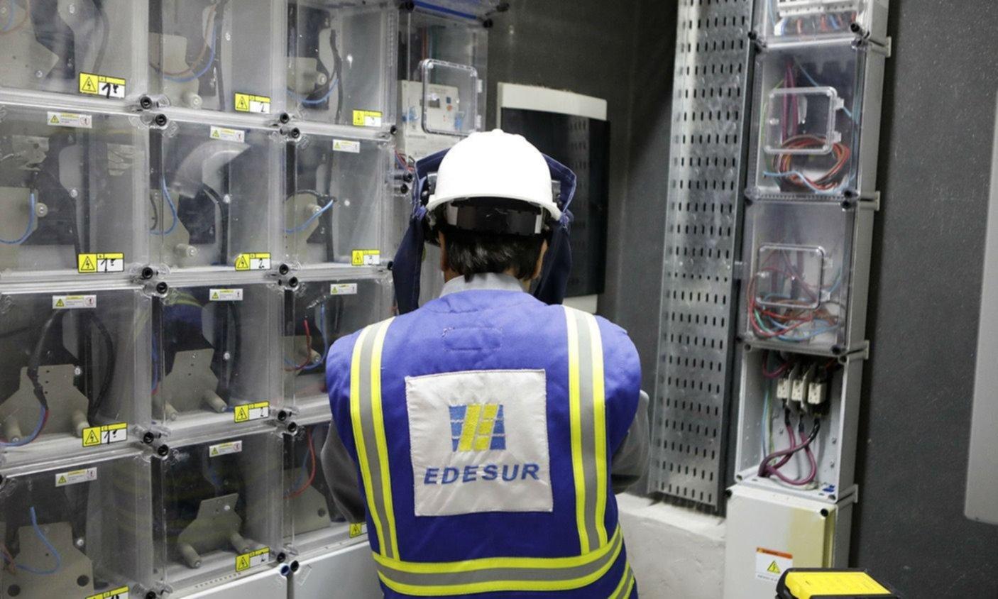 Un negocio inmobiliario y lluvia de multas reavivan la tensión con Edesur