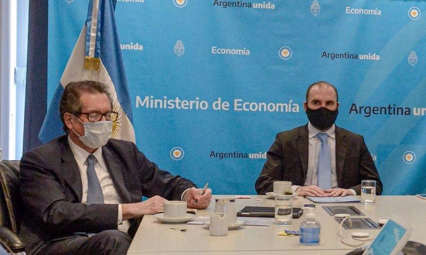 """Economistas piden """"un programa de estabilización"""" para evitar una devaluación"""