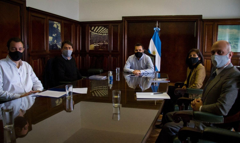 Martínez sale a la cancha con un cóctel de gabinete, cortes y tarifas