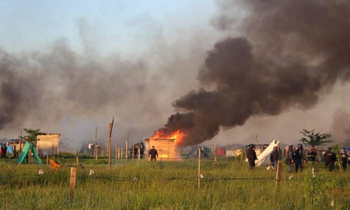 Tras el desalojo, Kicillof acelera el plan de hábitat para apagar el fuego