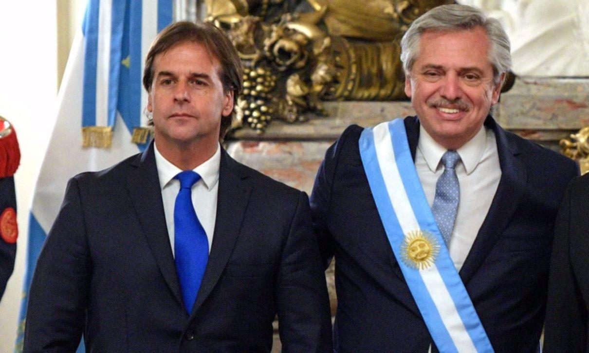 Fernández viajó a Uruguay y almorzaba con Lacalle Pou