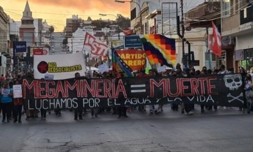 Arcioni busca avanzar con la minería en Chubut y los ambientalistas dan pelea