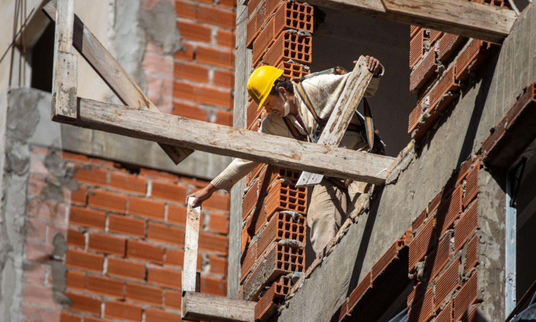 Guerra fría entre constructores, corralones y fabricantes