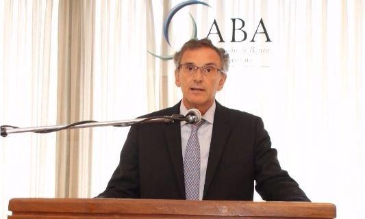 Los bancos extranjeros piden reducir el déficit y bajar la presión tributaria