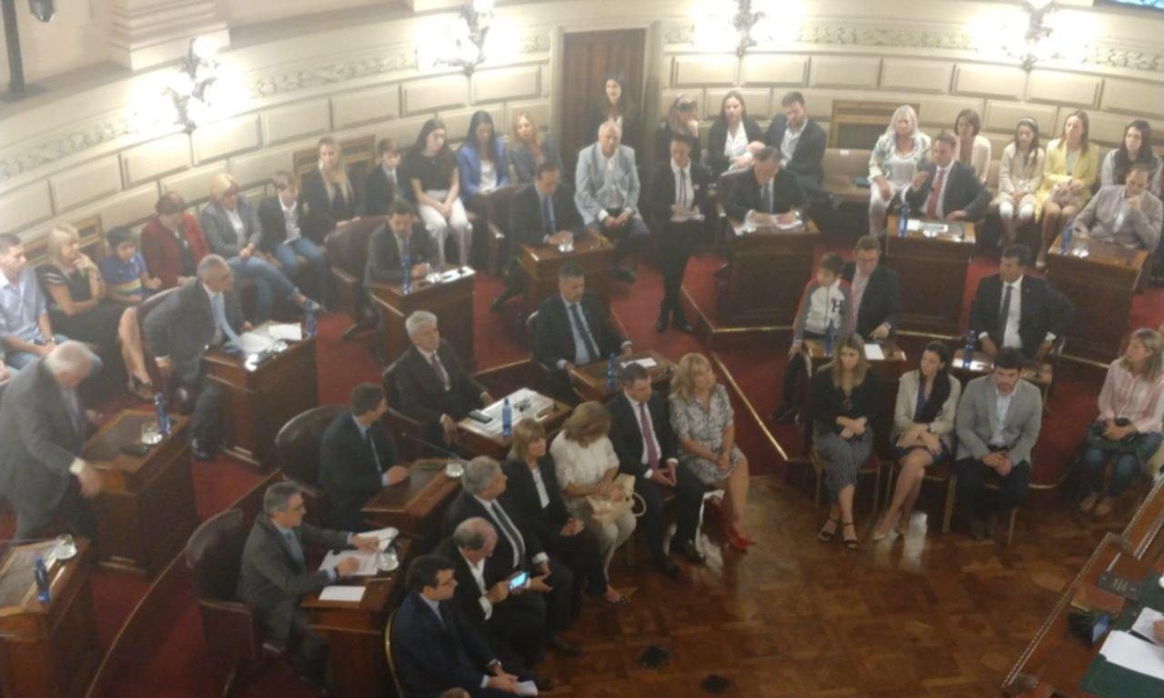 Perotti, sin paz: llega a la asunción con el bloque de senadores partido